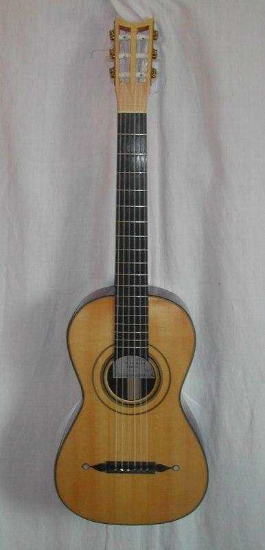 chitarra da Louys Panormo (London, 1838),copia del liutaio Marian Burri (Milano, 1995) tavola abete, fondo e fasce palissandro indiano, manico mogano, tastiera ebano, ponticello ebano