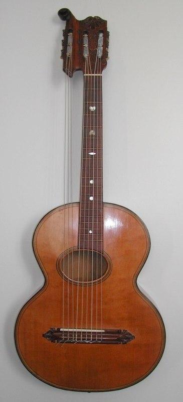 """Chitarra originale  con 3 bassi volanti, con targhetta """"Gherra"""", sec. XIX-XX"""